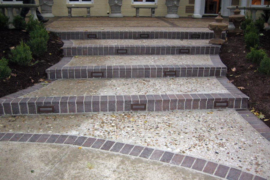Pebblestone with brick entry