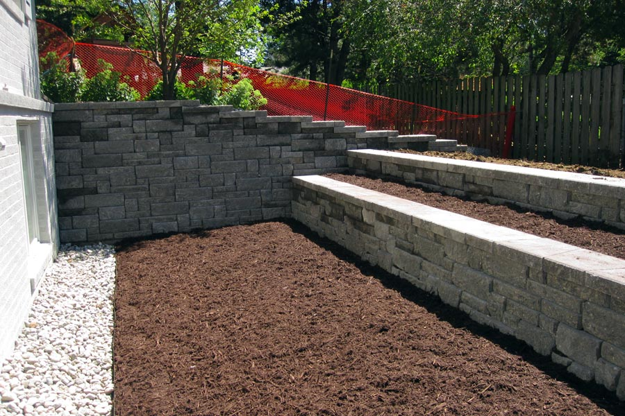 Highland Charcoal - Mix of 3 inch and 6 inch stone